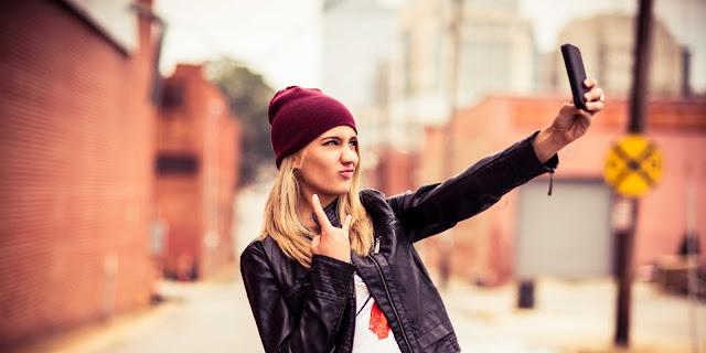 10 Gaya Selfie Berikut ini Mencerminkan Kepribadian Seseorang