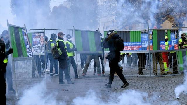 Reprimen en París protestas contra subida de precios de combustible