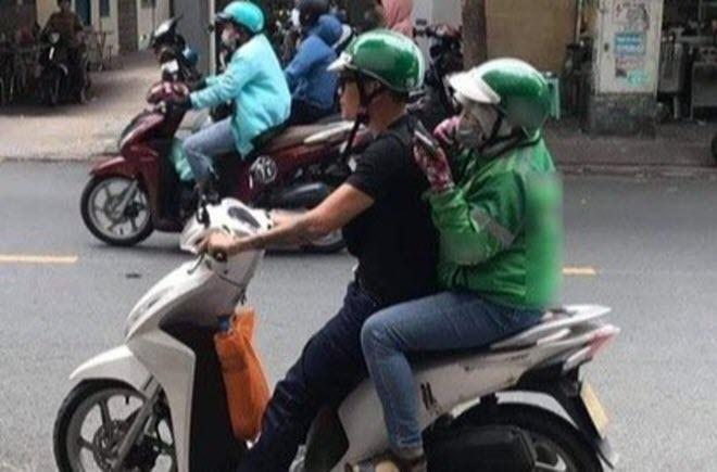 Wowy chở nữ tài xế xe ôm công nghệ trên phố