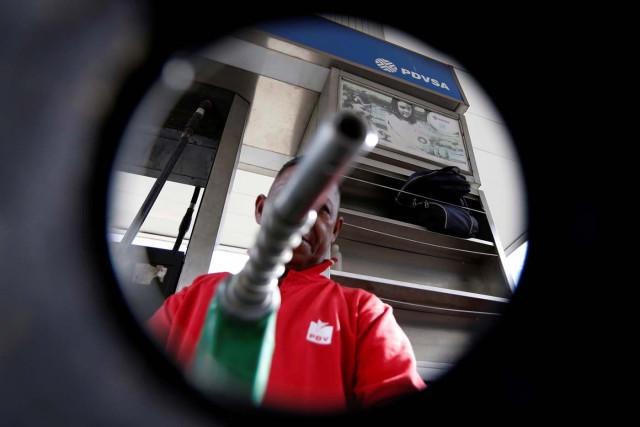Gobierno evalúa aumentar precio de la gasolina a 90.000 bolívares el litro