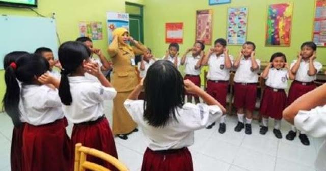 Menjadi Guru SD Itu Berat Tapi Mengasyikan, Awet Muda, Selalu Belajar dan Diingat Murid