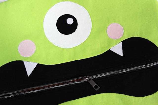 A Bit of Scrap Stuff Blog #ABitofScrapStuff #ClothworksFabric #AmericanMadeBrandFabric #SewersClub #Halloween #HalloweenBag