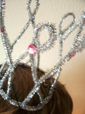 How to make a crown with chenille stems