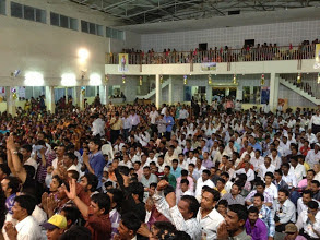 thousands-of-Shraddhavans-who-had-gathered-to-catch-glimpse-beloved-Sadguru-Aniruddha.