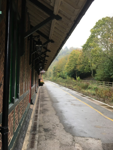 an empty train platform in the countryside