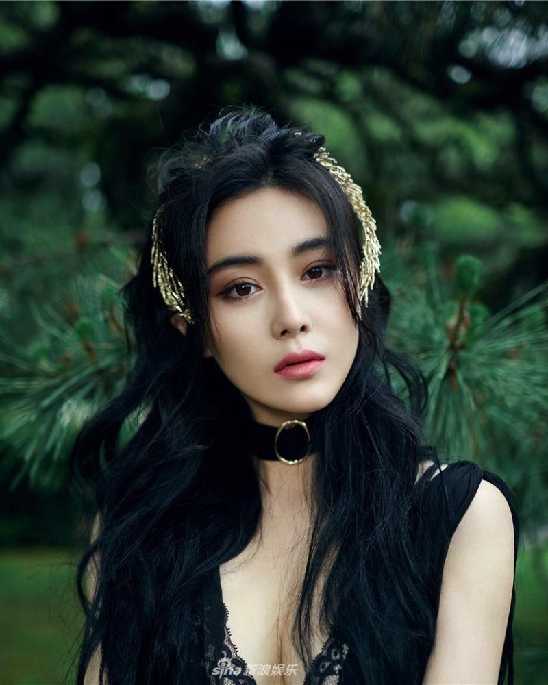 rambut hitam cantik dan seksi dari china model seksi dan manis Zhang Xinyu