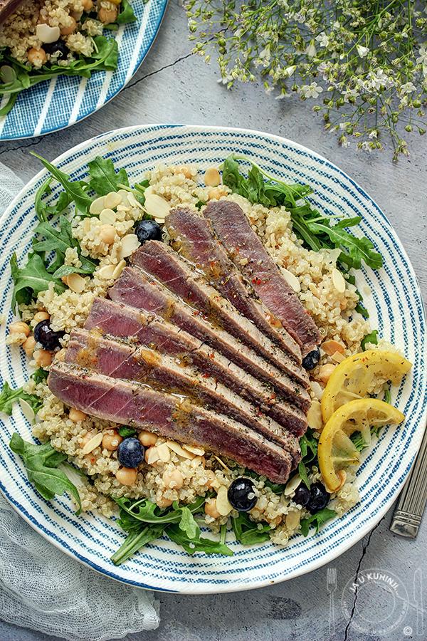 Sveža tuna na salati od kinoe