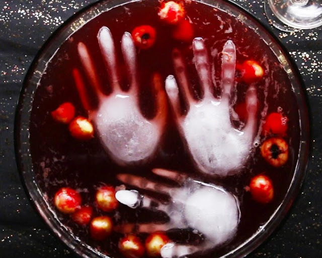 Berry Bloody Halloween Punch #drinks #party