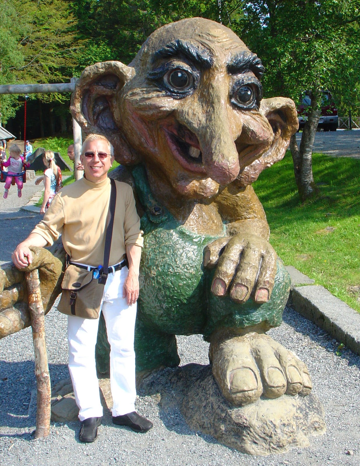 Steadfast in his trek to seek out and find the mysterious and elusive trolls of Norway, we find the Trollhunter once again posing with another new friend at the top of Mount Fløyen in Bergen.