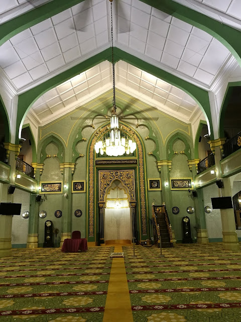 Masjid Sultan, yang terletak berhadapan saja dengan restoran tersebut. Ini pun jugak salah satu mercu tanda yang perlu anda kunjung jika ke Singapura