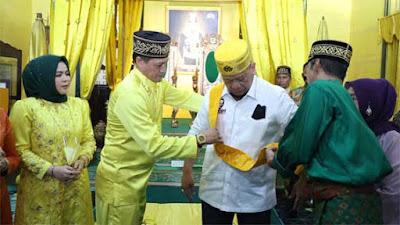 Ketua DPD RI Dapat Gelar Kehormatan Datuk dari Kesultanan Pontianak