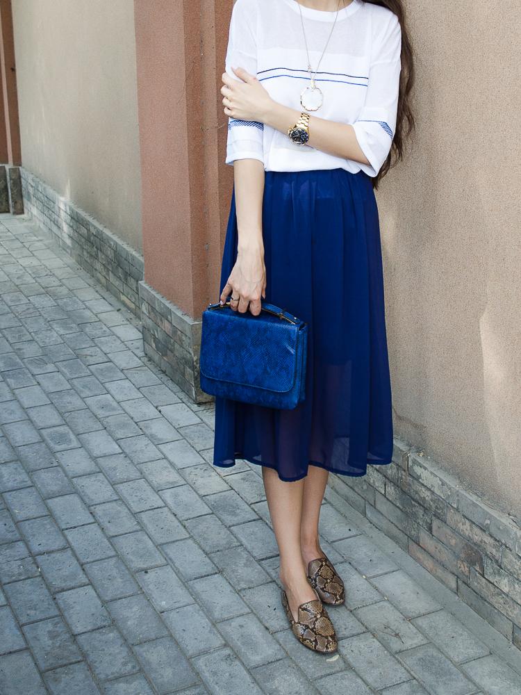 fashion-blogger-diyorasnotes-navy-midi-skirt-asos-bag-zara-loafers