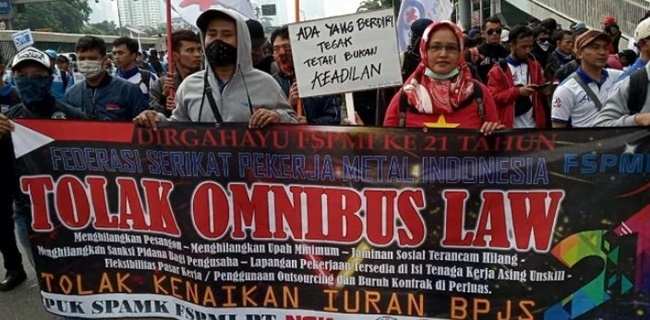 Bikin Marah Buruh, Pesangon Diturunkan Jadi 25 Kali Upah di UU Cipta Kerja
