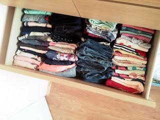 Konmari składanie ubrań