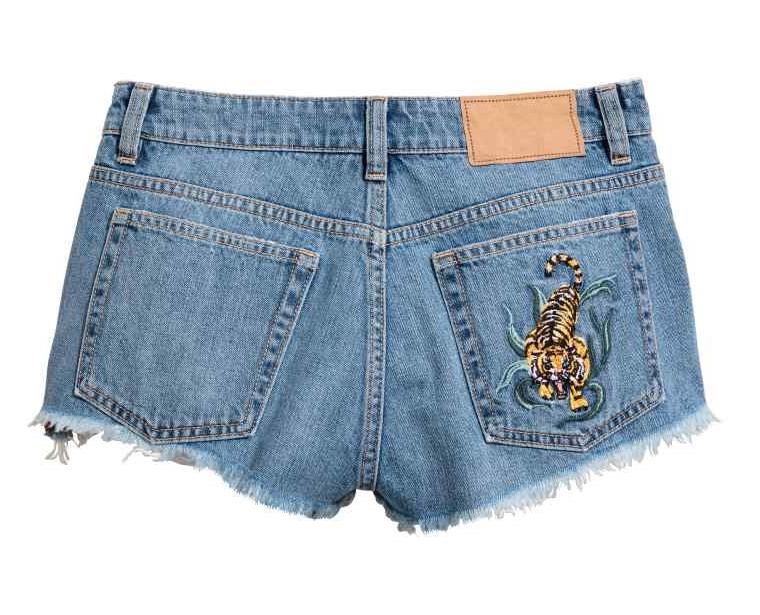 jeansowe shorty z haftem H&M, haftowane spodnie, jeansy H&M, spodenki z tygrysem na lato