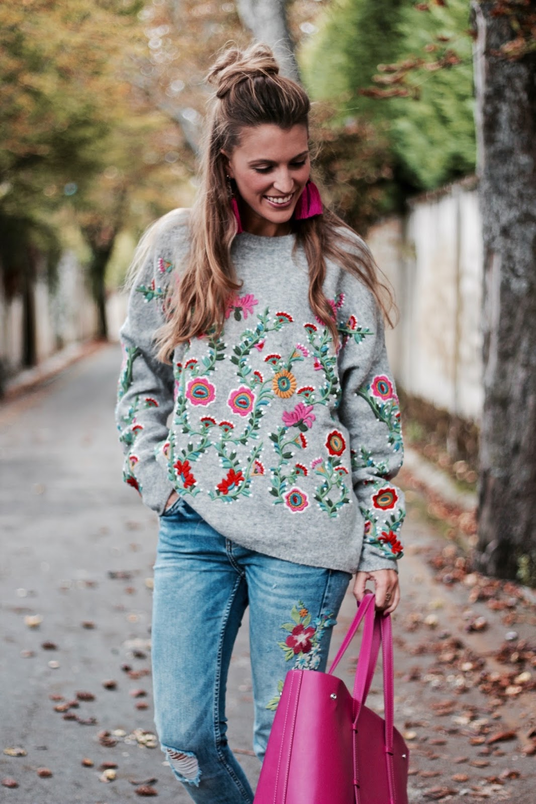 como combinar jersey bordado flores