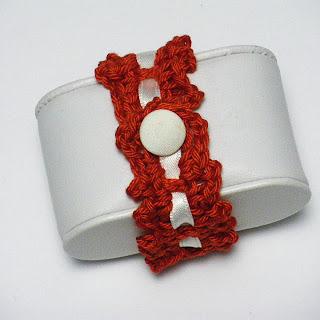 Pulsera ganchillo rojo y blanco San Fermín