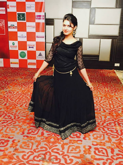 Tamil Actress Gayathri Suresh Latest Image Gallery Navel Queens