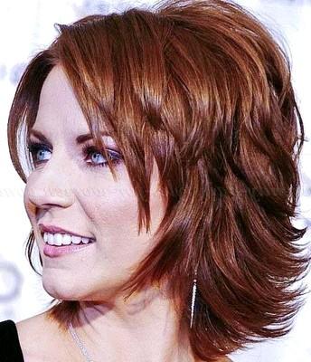 Potongan rambut wanita segi layer pendek