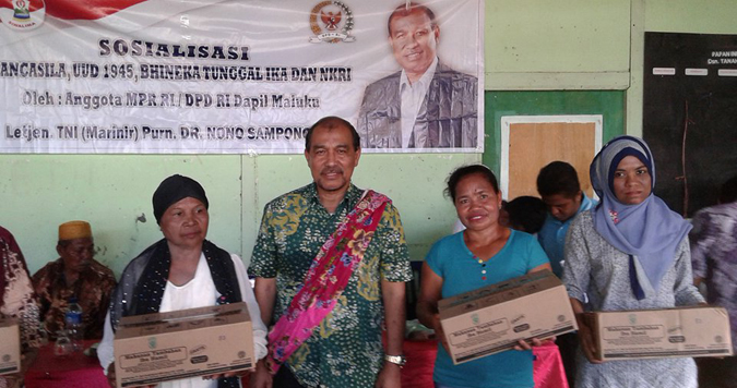 Anggota Dewan Perwakilan Daerah (DPD) daerah pemilihan Maluku, Nono Sampono menyambangi langsung masyarakat yang ada pada beberapa desa dan dusun yang di Huamual Muka Kecamatan Huamual.