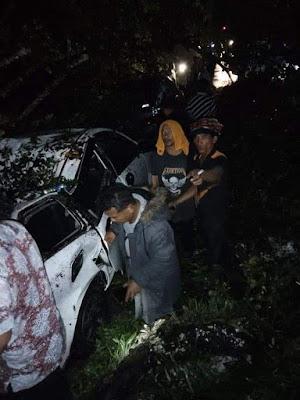 Keterangan salah satu mobil yang di timpa kayu saat di longsor  di kecamatan Sibolangit desa sembahe.