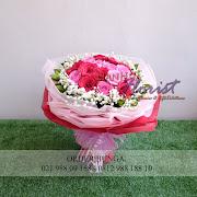handbouquet bunga merah dan mawar pink