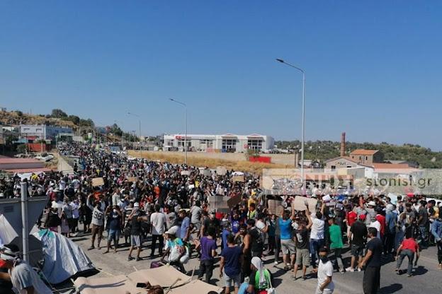 Λέσβος – Καρά Τεπέ: Απαράδεκτη βία και χημικά από τα ΜΑΤ κατά γυναικόπαιδων
