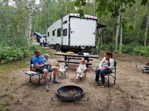 pixabay.com/en/family-camping-summer-vacation-2104345
