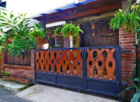 Daftar Pagar Rumah Minimalis Dengan Perpaduan Besi Dan Kayu