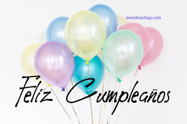 tarjeta con globos y solo feliz cumpleaños