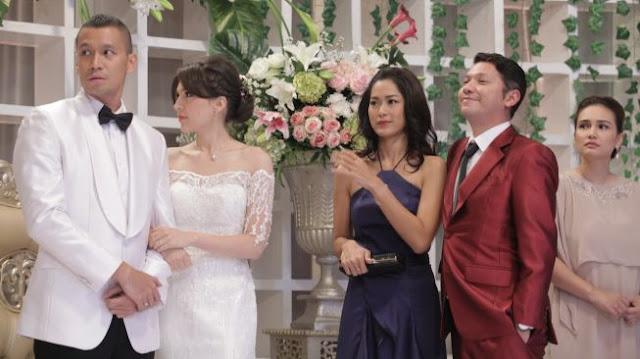 Mantan nikah, datang ke kondangan harus bawa gandengan bukti sudah sukses move on, dong...! (foto:MNC Pictures)