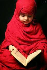 anak kecil cantik membaca alqur'an