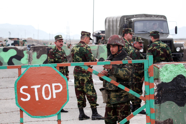 Tüzérségi összecsapás történt az örmény–azeri határon