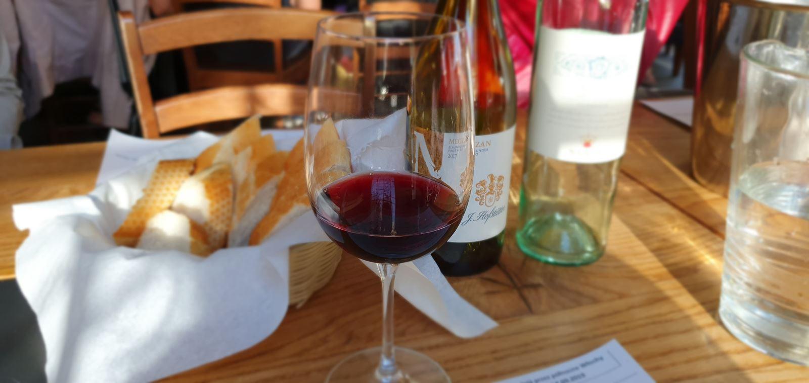 1 klub wino jak wygląda degustacja wina prezent marzeń dla winiarza chłopaka taty teścia na święta urodziny imieniny opinie cena jakość łódź degustacje win dla dwojga nietypowy pomysł na randkę