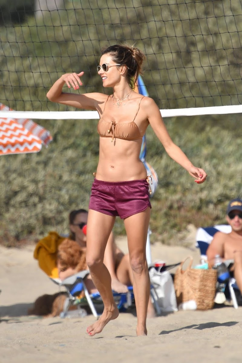 Alessandra Ambrosio Clicked in Bikini Playing Volleyball at a Beach in Santa Monica 22 Aug -2020
