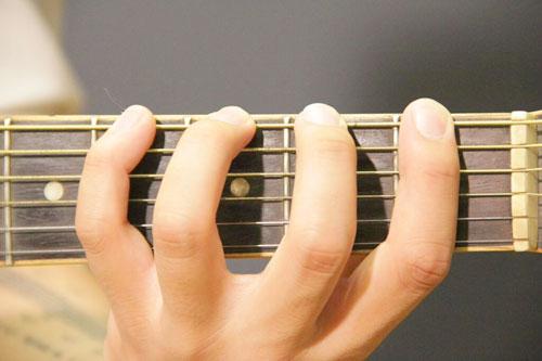 Các bước tự học đánh đàn guitar tại nhà