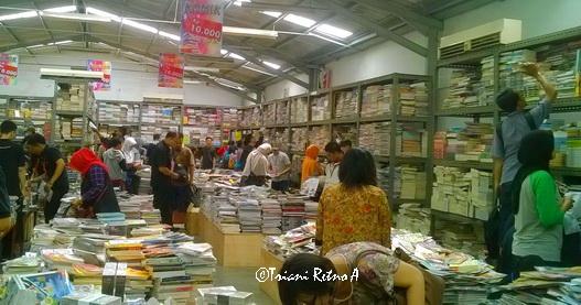 Buku murah di gudang penerbit Gramedia Bandung