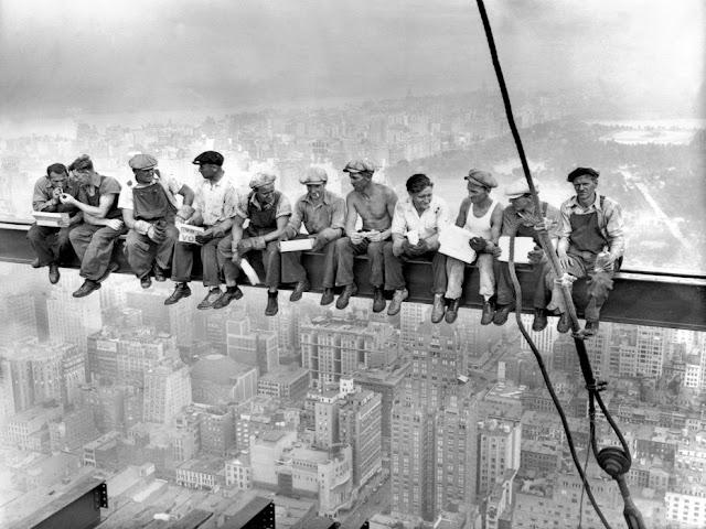 lunch-at-top-of-a-skyscraper-tapetti