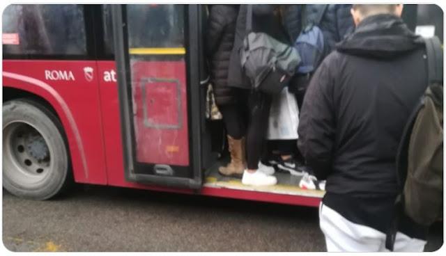 Scuola a Roma, Atac: «Scaglionare gli ingressi. Non è possibile avere più bus»