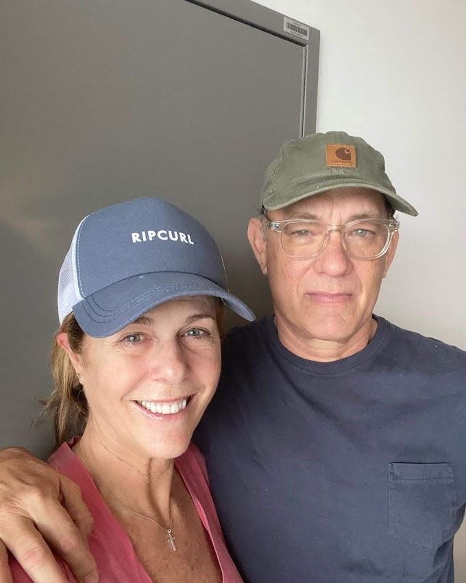 映画界の人間国宝級の名優トム・ハンクスと妻のリタ・ウィルソンが、コロナ陽性でも元気だよ😄をアピールの自撮りを更新‼️
