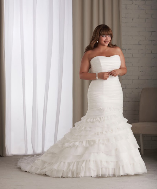 Wedding Gowns For Petite Figures: DressyBridal: Wedding Dresses For Full Figured Women