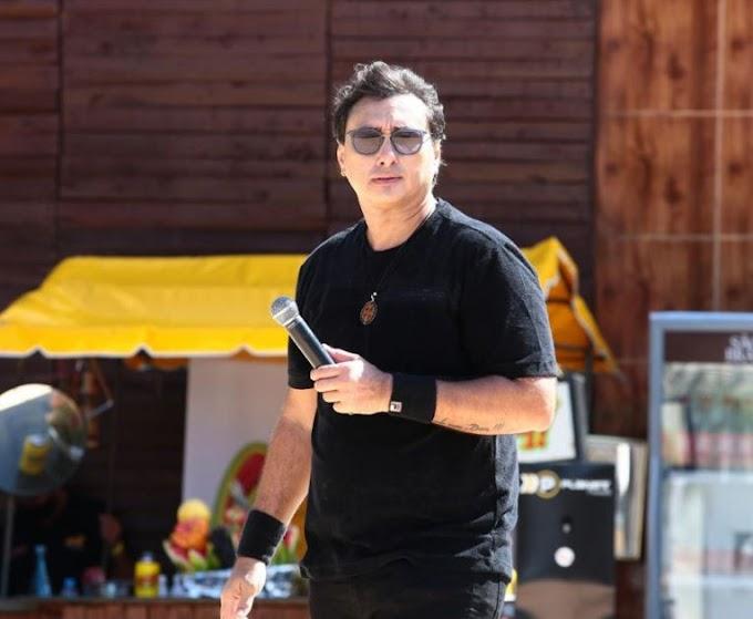 """""""Nasci de novo"""", diz cantor Vicente Nery após ser extubado com Covid-19 e deixar UTI de hospital"""