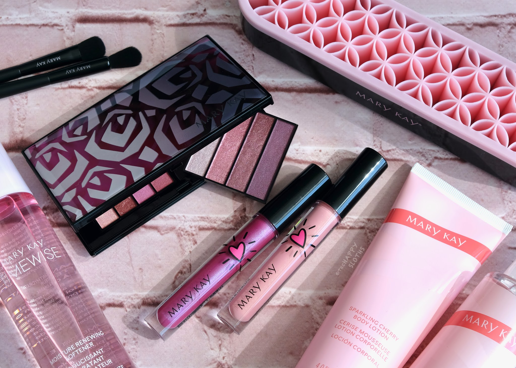 Mary Kay   Summer 2021 New Products: Review and Swatches