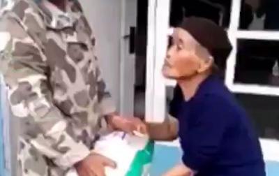 Seorang Nenek Tolak Bantuan Beras, Alasannya Bikin Warganet Terharu