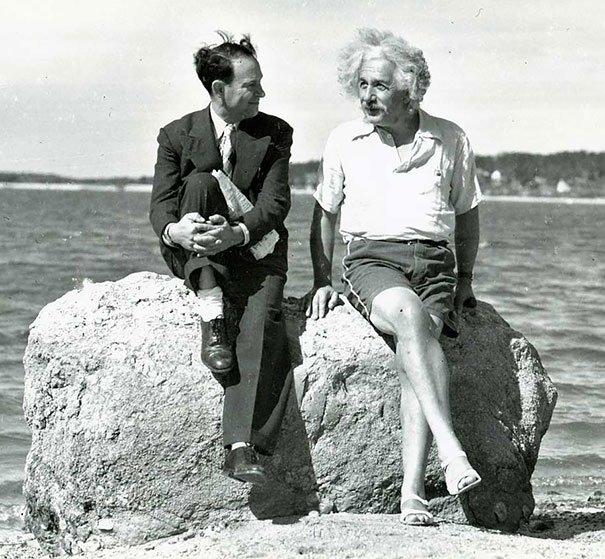 Albert Einstein de vacaciones en Nassau Point Long Island NY, foto tomada en el año 1939.Fotos insólitas que se han tomado. Fotos curiosas.