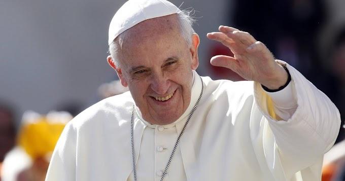 """Covid, Papa Francesco: """"Preghiamo per le 100mila vittime italiane"""""""