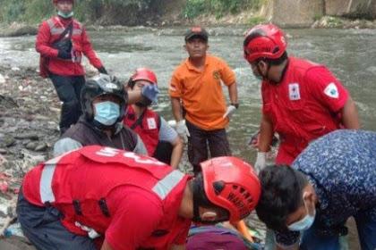 Buang Sampah Dari Jembatan,Wanita ODGD Terjatuh Kesungai Brantas