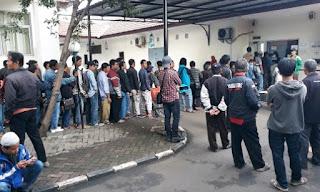Suasana Antrian tilang  pengabilan SIM kantor kejaksaan jakarta barat