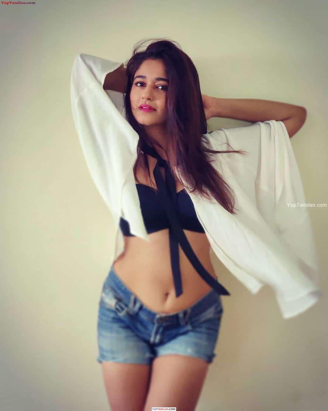 Poonam Bajwa Sexy Bikini Photos- Navel show
