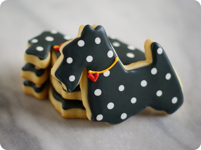 polka dot scottie decorated cookies heart collar